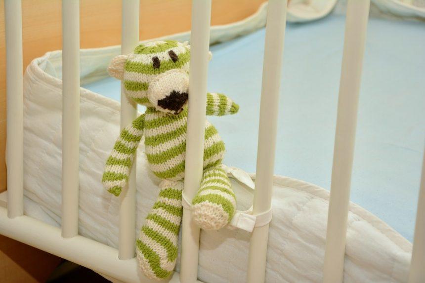 Aprobación de Ley para instalar y mantener salas cunas para hijos de los empleados.